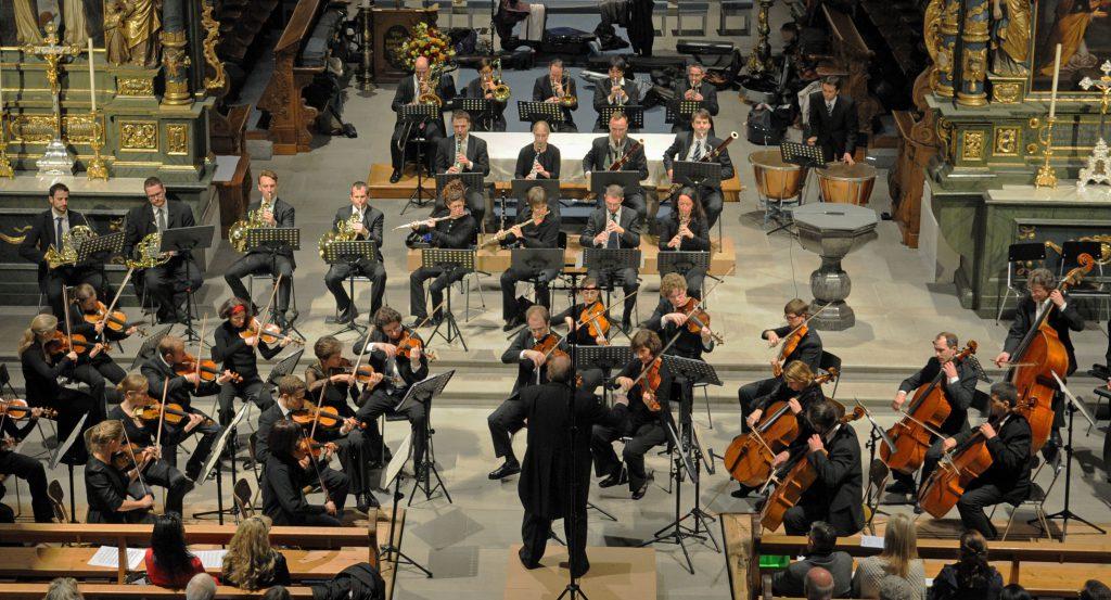Giovanni Bria dirigiert Raffs Rhapsodie «Abends» @Frieda Suter